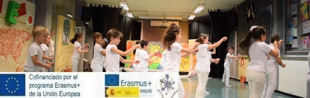Arte por la Convivencia'. espectáculo en Turín en la Escuela Anna Frank
